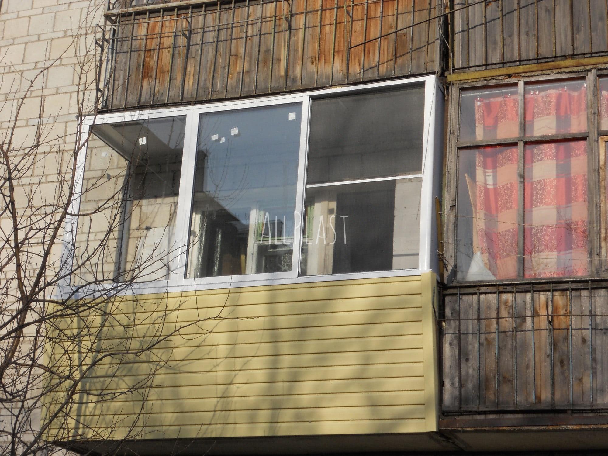 """Фото работ по остеклению балконов и лоджий компании """"аллплас."""